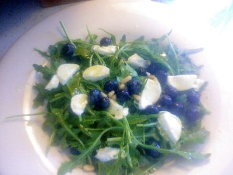 blueberry arugula salad